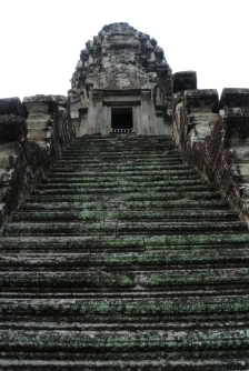 """Steep steps leading up to the third level, also called """"Bakan"""""""