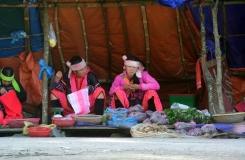 Hmon women selling their wares